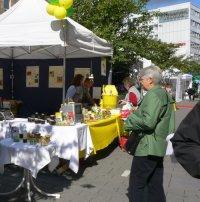 Imkerstand auf dem 20. Umweltmarkt in Mülheim an der Ruhr